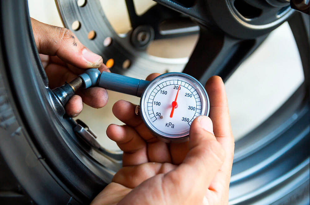How to determine your motorcycle's tire pressure